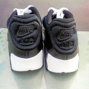 Nike Shoes - Womens/Girls Nike Air Max 90 (Size 7y/8.5w)